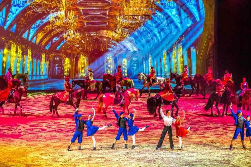 """Die beeindruckenden Bühnenbilder sind neben den über 50 Pferden die Highlights der """"Apassionata""""-Show."""