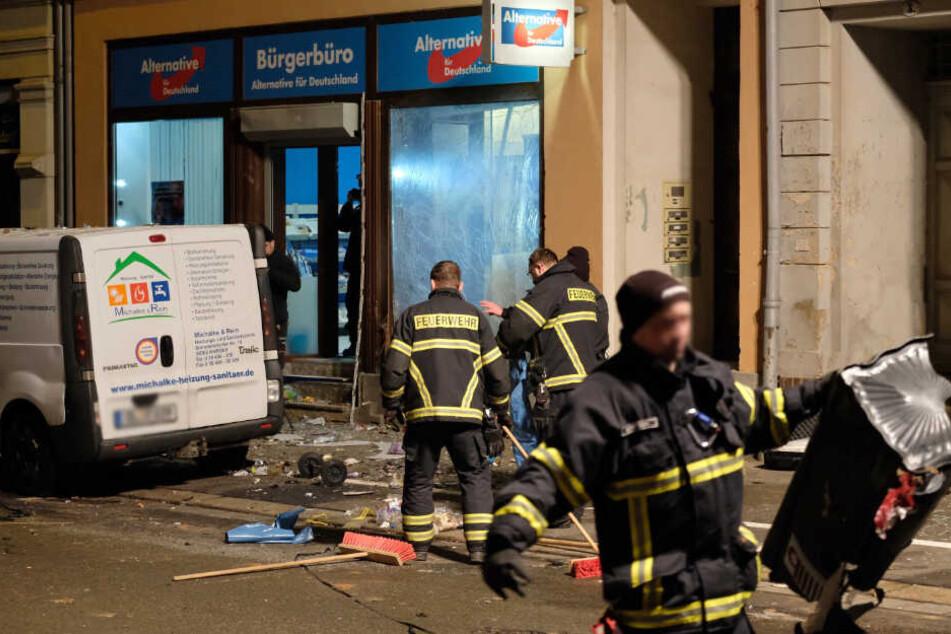 Ort der Verwüstung: Durch die Kugelbombe wurde nicht nur die Scheibe des AfD-Büros zerstört, sondern auch Fensterscheiben von umliegenden Wohnungen.