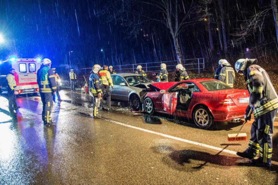 Die Fahrerin des Audi (links) war in den Mercedes (rechts) gekracht.