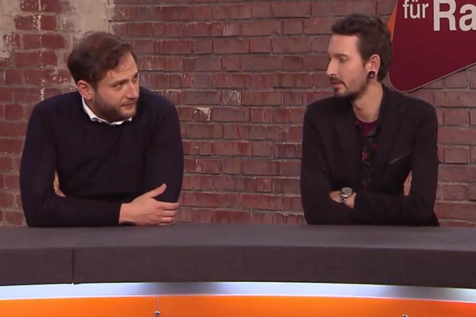 """""""Du hast damit doch überhaupt nix zu tun"""", raunzt Julian Schmitz-Avila (li.) Fabian Kahl (re.) von der Seite an."""