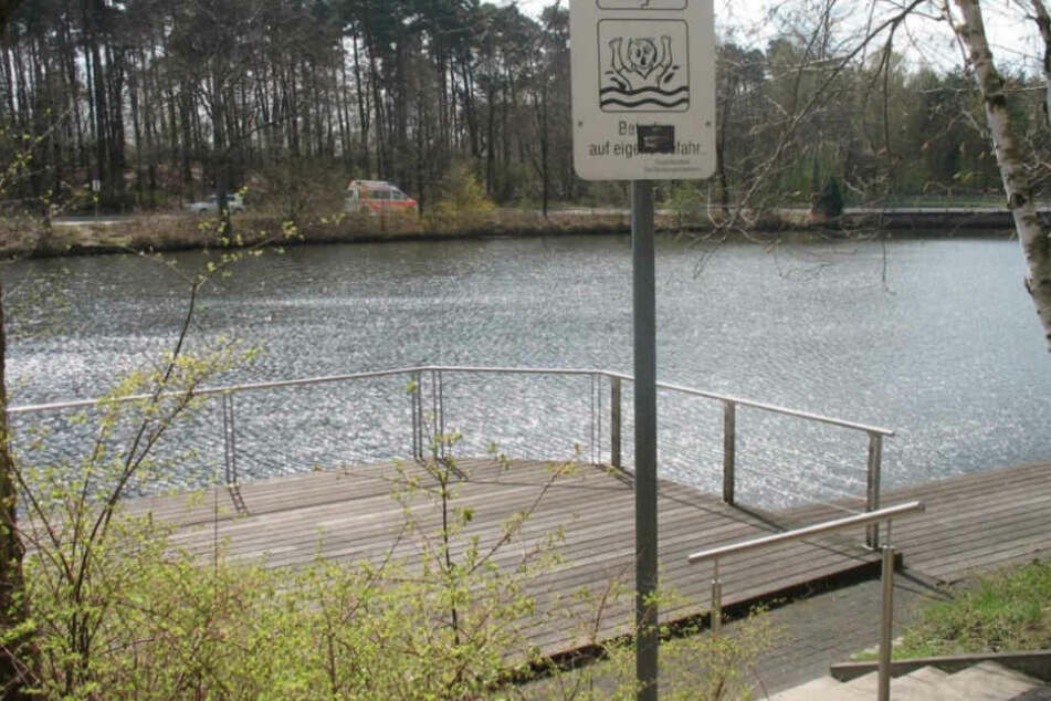 Im Sennestadt-Teich fanden die Angler die Leiche. (Archivbild)