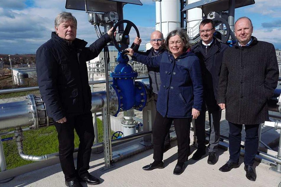 Montag wurde die neue Abwasserüberleitung von Umweltbürgermeisterin Eva Jähnigen (53, Grüne) in Betrieb genommen.