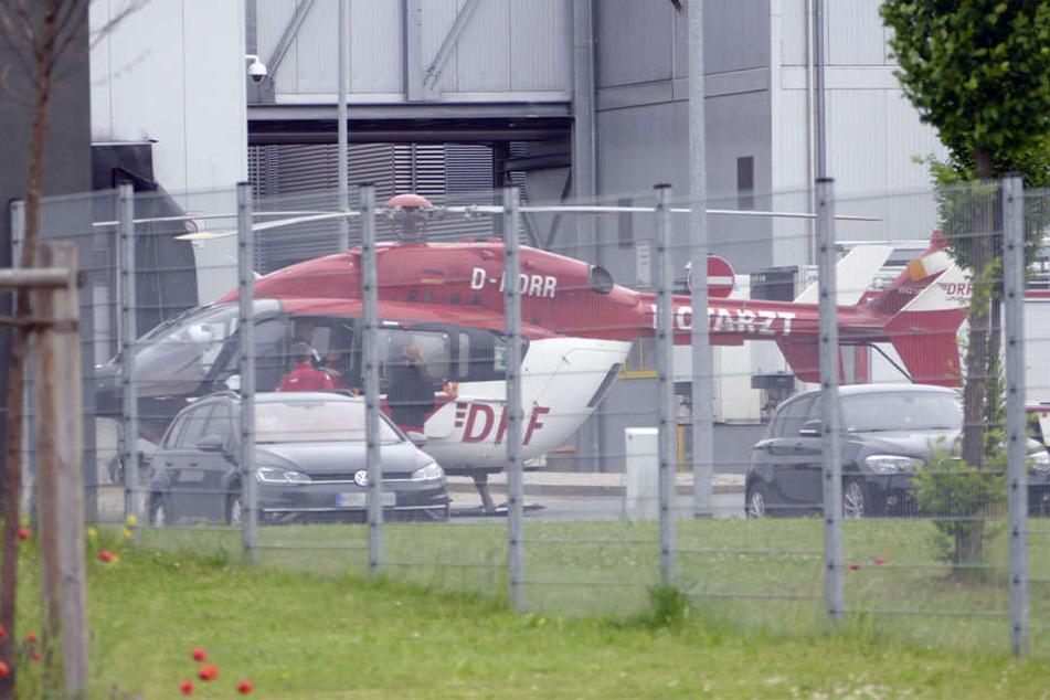 Der Mann musste mit schweren Verletzungen in ein Krankenhaus geflogen werden.