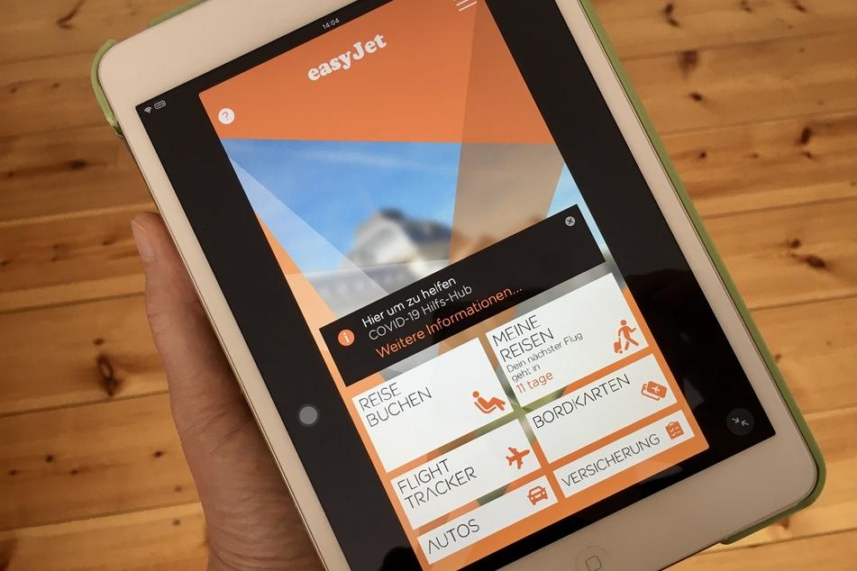 Auf einem Ipad sind Infos in der Nutzer-App des Billigfliegers Easyjet zu sehen. Bei der Airline haben sich unbekannte Angreifer Zugang zu E-Mail-Adressen und Reisedetails von etwa neun Millionen Kunden verschafft.