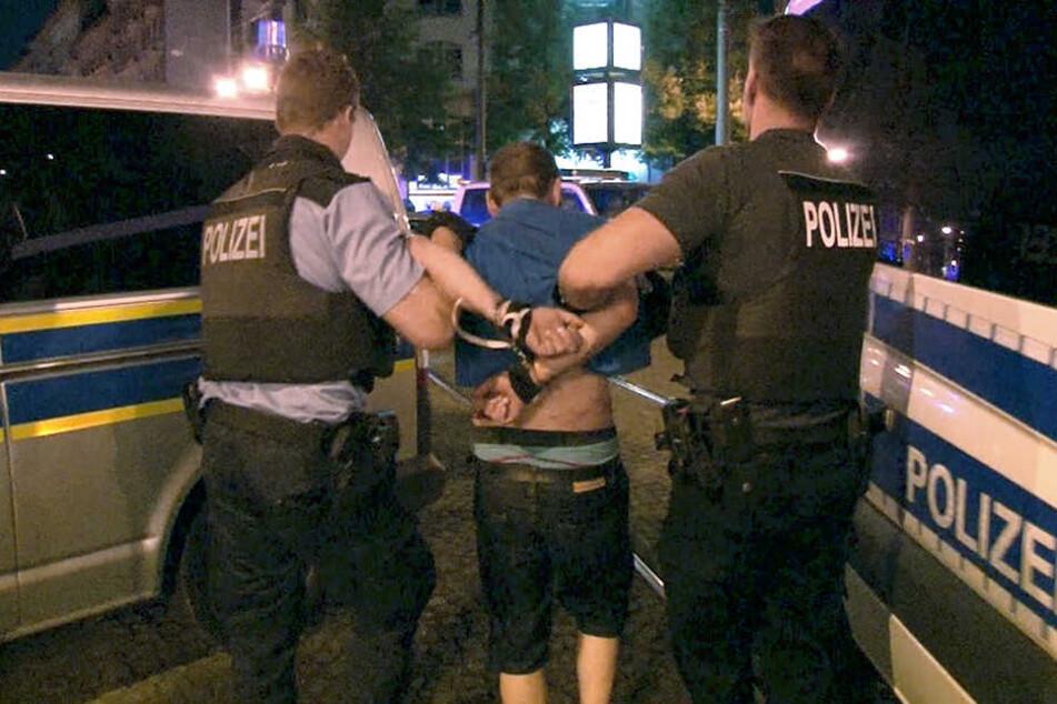 Am Samstagabend überfielen Fussballfans, wahrscheinlich des 1. FC Magdeburg, eine S-Bahn. Drei Insassen kamen ins Krankenhaus. (Symbolbild)