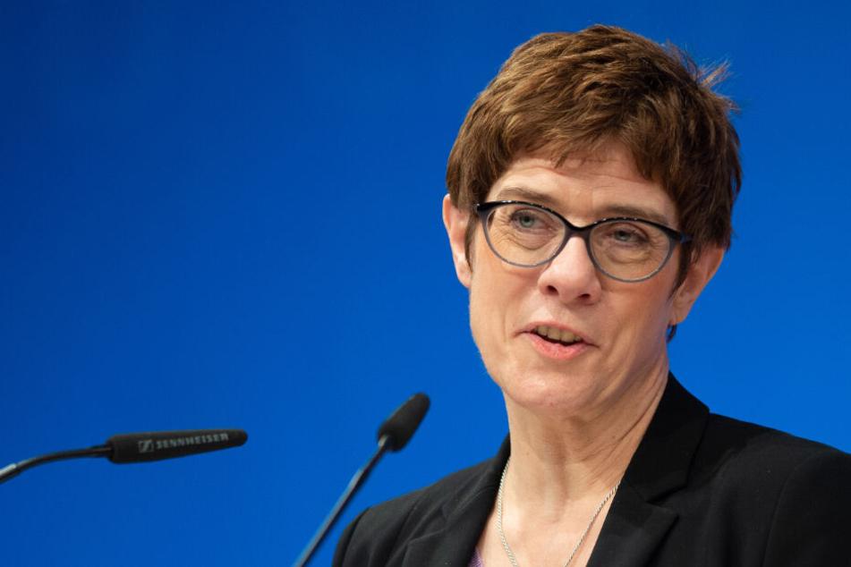 Annegret Kramp-Karrenbauer beim politischen Aschermittwoch in Hessen.