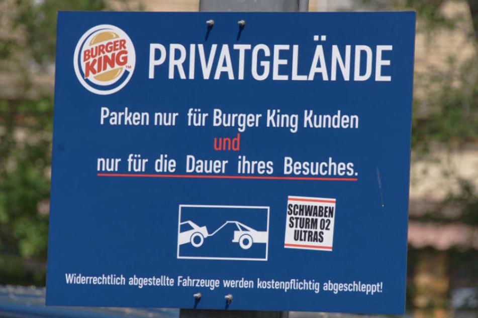 Der Parkplatz ist ausschließlich für Kunden gedacht.
