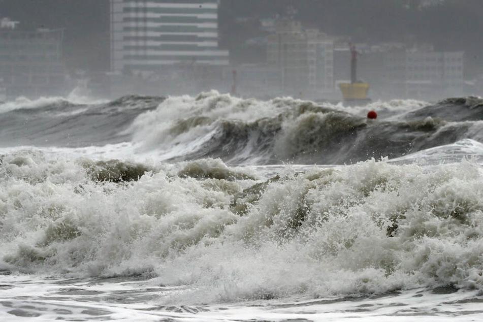 Flutwellen und Überschwemmungen sind die Auswirkungen von Taifun Danas.