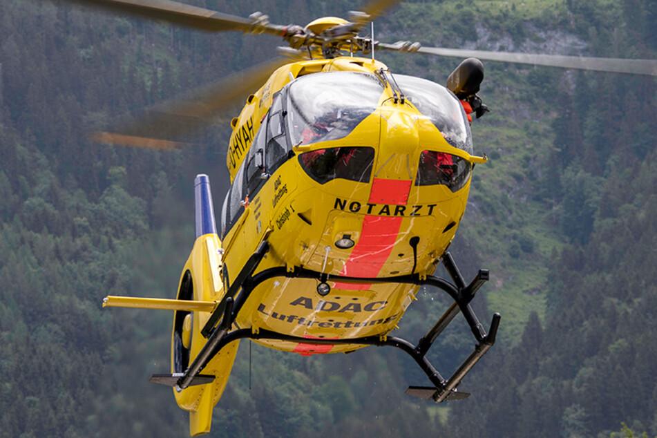 Der Handwerker wurde nach dem schweren Unfall mit einem Rettungshubschrauber in ein Krankenhaus geflogen. (Symbolbild)