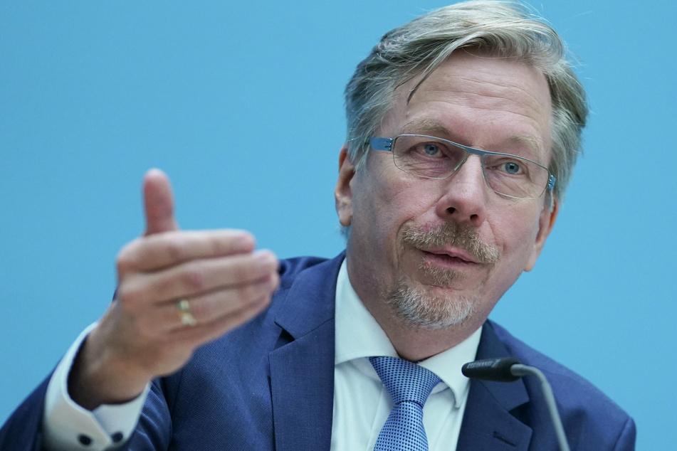 Martin Matz (SPD), Staatssekretär für Gesundheit in Berlin, spricht bei der Senats-Pressekonferenz.
