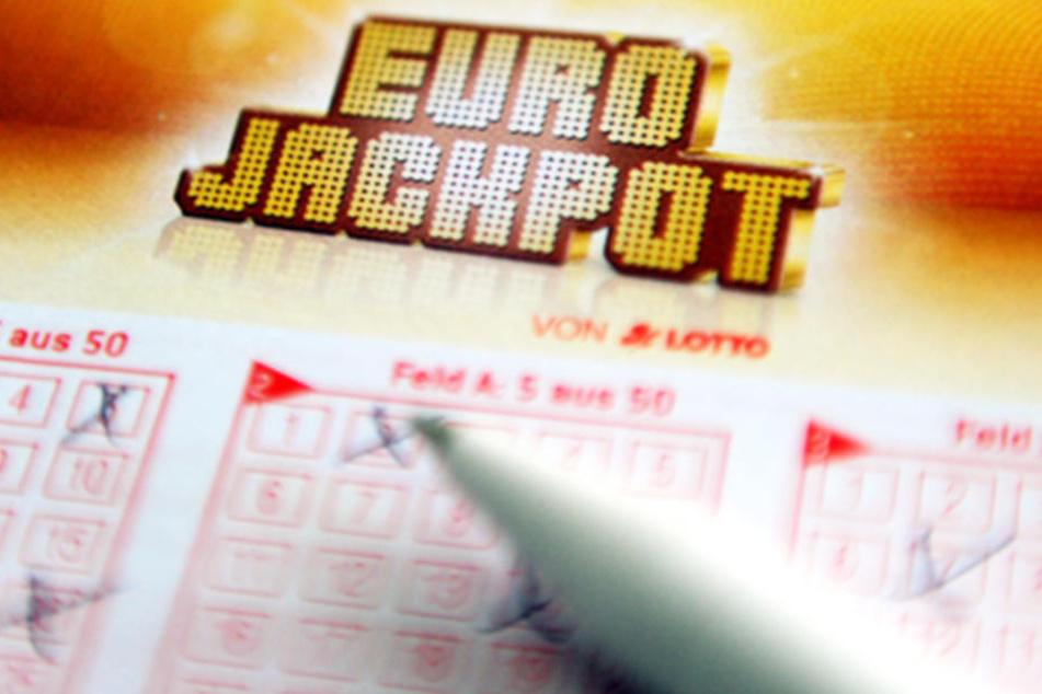 Die Frau hatte in der Bingo-Lotterie gewonnen, der andere Millionengewinner sahnte im Eurojackpot ab.