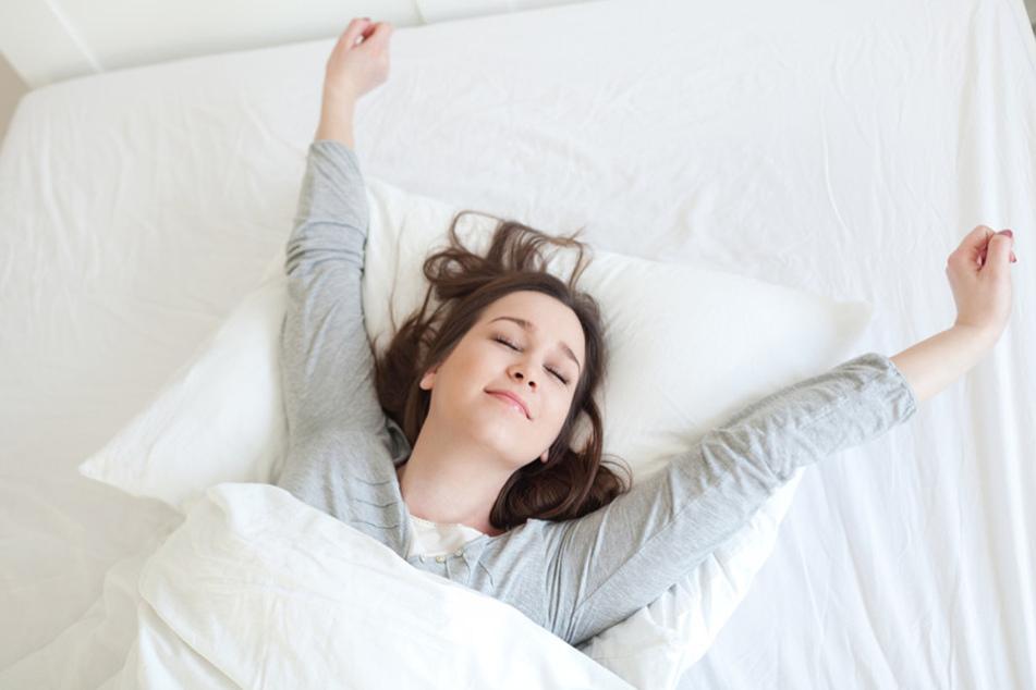 Mit den acht Tipps könnt Ihr endlich wieder durchschlafen und erholt aufwachen.