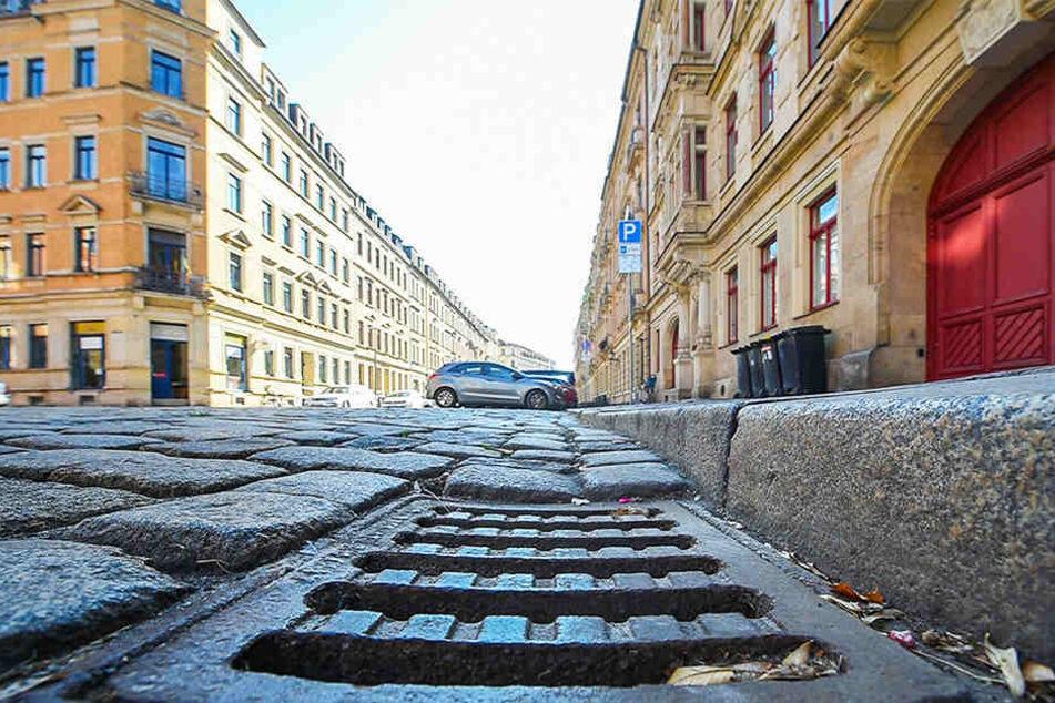 Ein übler Gestank zieht immer wieder durch die Hertelstraße in der Johannstadt. Schuld daran könnten Durchfluss-Probleme in der Kanalisation sein.