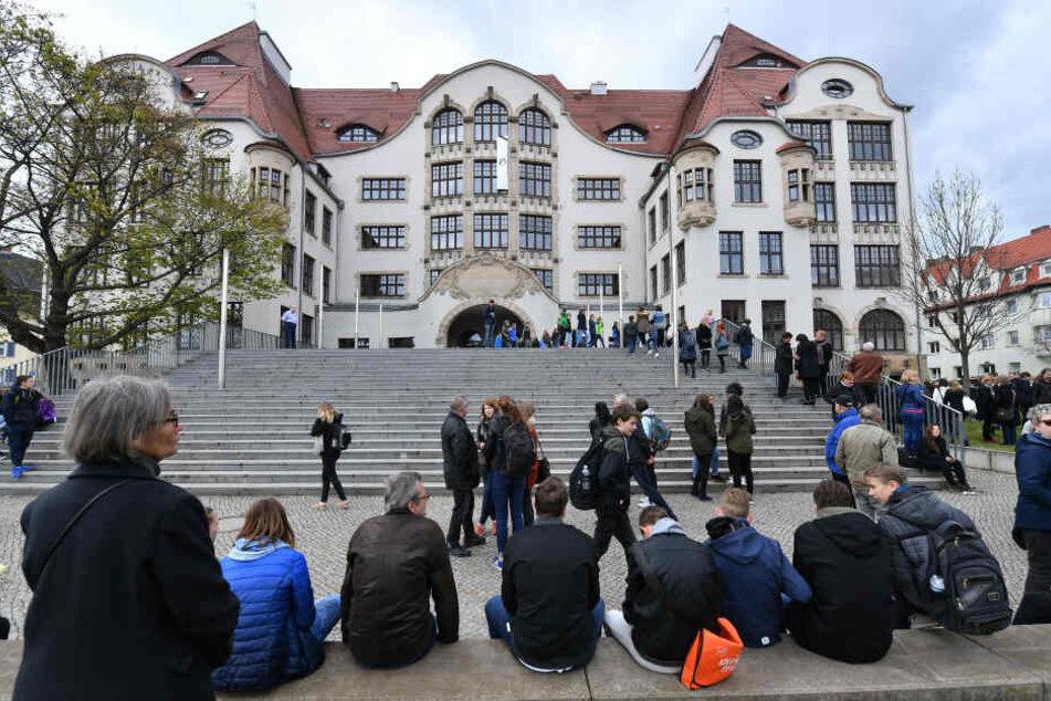 Massaker mit 16 Toten: Erfurt erinnert an ersten Amoklauf an Deutscher Schule