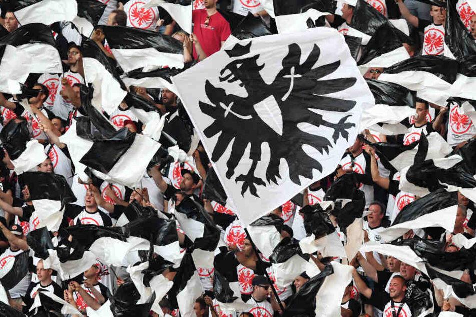 Mehr als 8000 Fans werden Eintracht Frankfurt im Stadion gegen Lazio Rom unterstützen (Symbolbild).