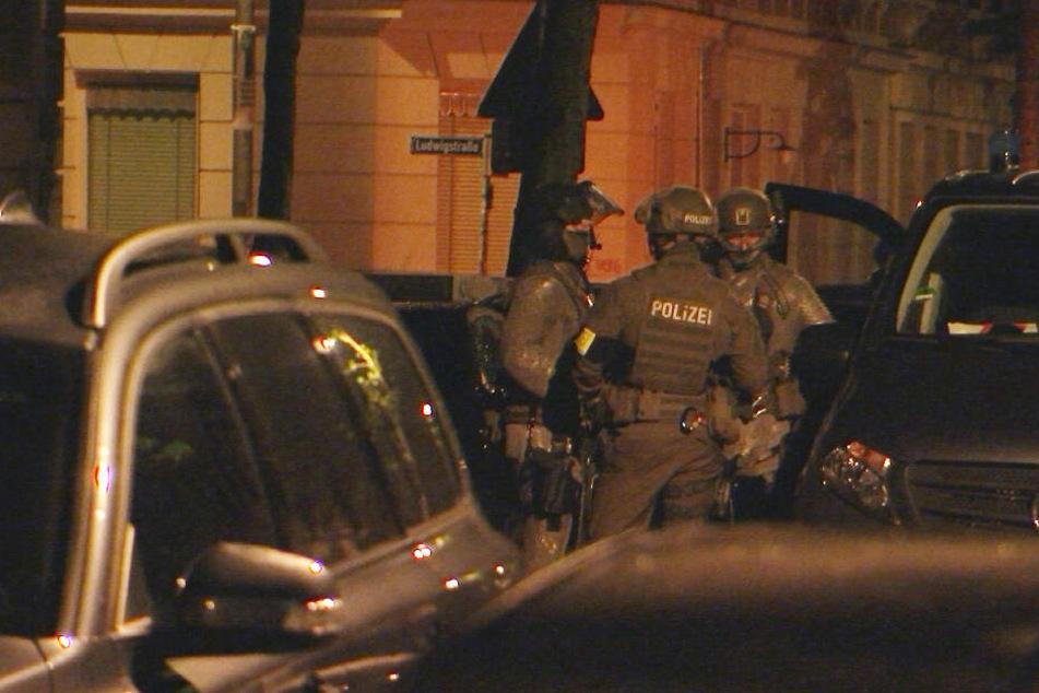 SEK-Einsatz im Leipziger Osten! Einsatzkräfte stürmen Wohnung von 38-Jährigem