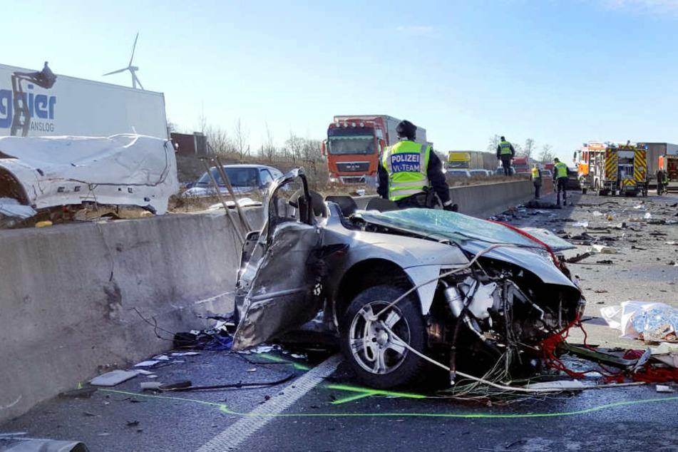 Senioren, die Auto fahren wollen, müssen sich nach dem Willen von Verkehrsjuristen künftig regelmäßig medizinisch auf ihre Fahreignung testen lassen (Archivbild).