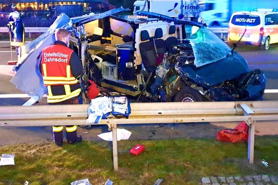 Frau wird bei schrecklichem Unfall auf A9 schwer verletzt