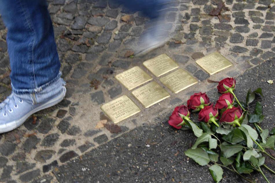 Die Stolpersteine erinnern in der ganzen Stadt an die Opfer des Nationalsozialismus'.