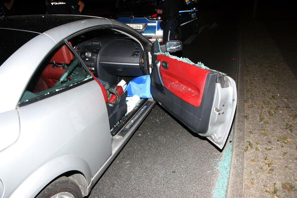 Eine Frau ist in der vergangenen Nacht mit ihrem Cabrio vor der Polizei geflohen.