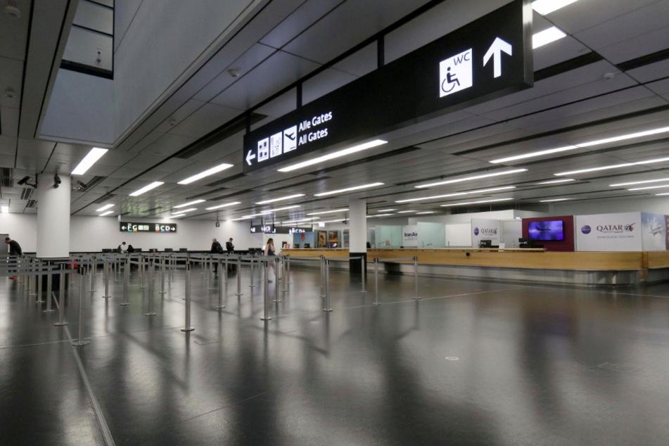 Der Check-In Bereich am Flughafen Wien-Schwechat ist fast menschenleer.
