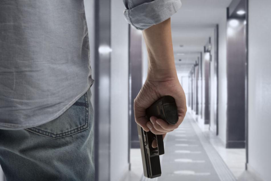 Die Polizei stellte eine Schreckschusswaffe bei dem Mann sicher. (Symbolbild)