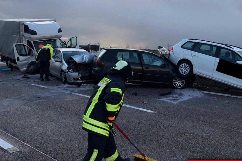Stundenlange Vollsperrung! Mehrere Unfälle legen A9 lahm