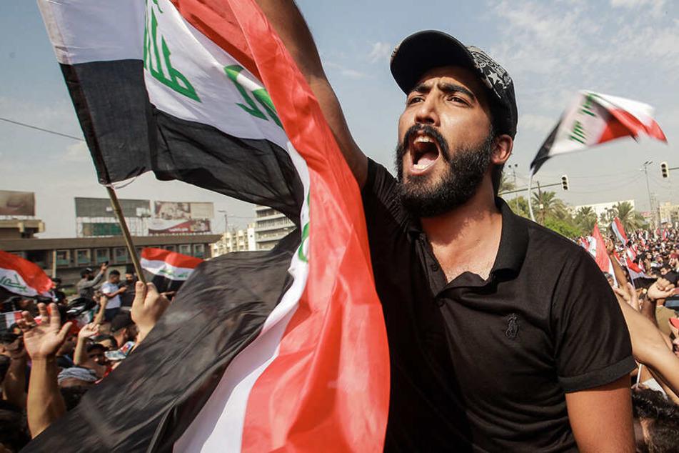 Wasserwerfer und Tränengas: Ein Toter, 200 Verletzte nach Protesten