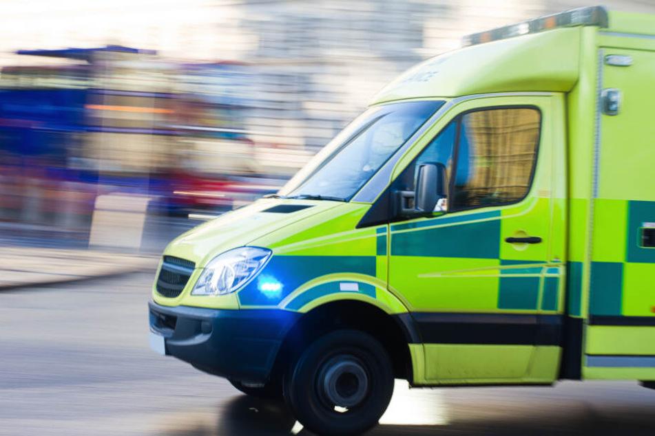 Das Mädchen kam noch per Rettungswagen in ein Krankenhaus (Symbolbild)