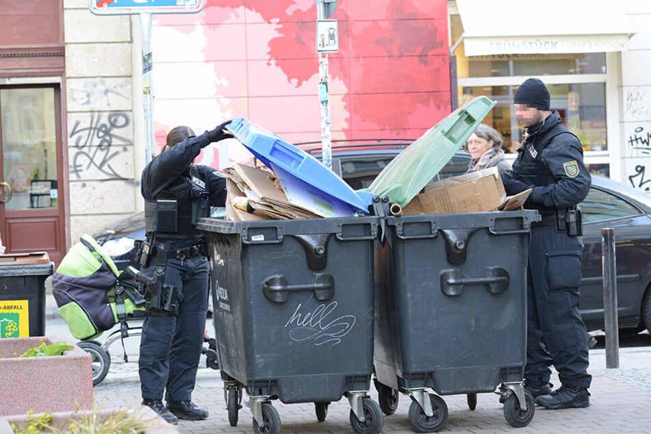 Die Polizei durchsuchte auch die Mülltonnen in der Umgebung nach Beweisen