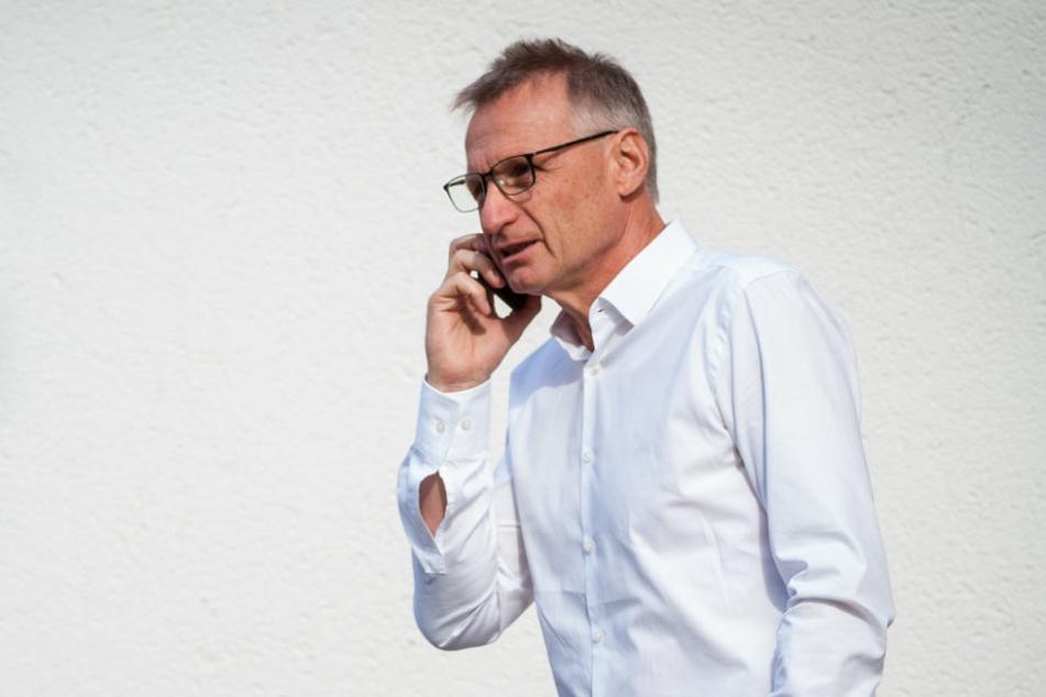 Ein Tag vor der Entlassung Korkuts, sprach er seinem Ex-Coach noch eine Jobgarantie aus: VfB-Sportvorstand Michael Reschke.
