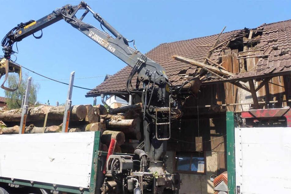 Der Sachschaden wird auf rund 40.000 Euro geschätzt.