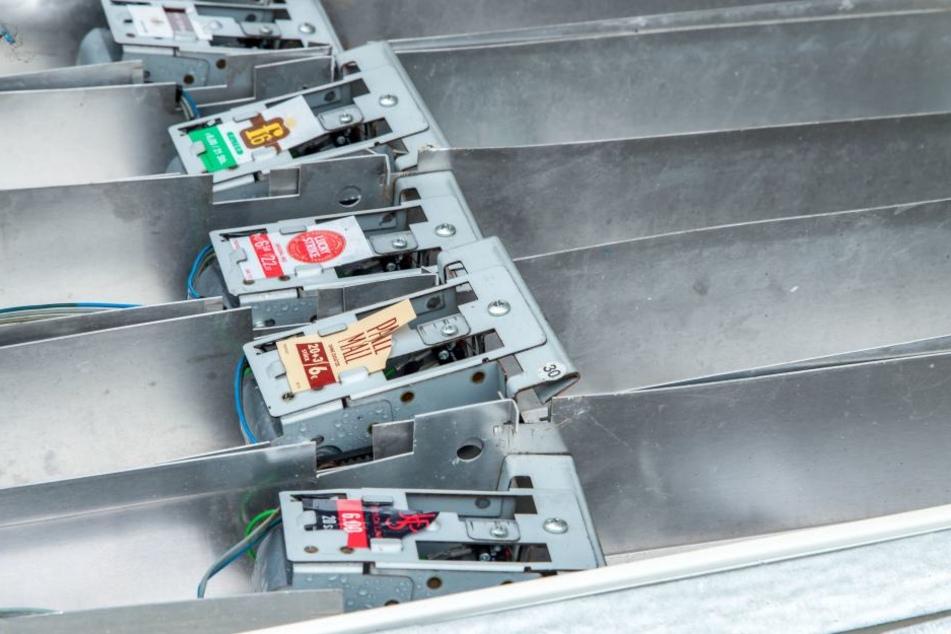 Die Täter klauten Zigaretten und Bargeld aus dem Automat.