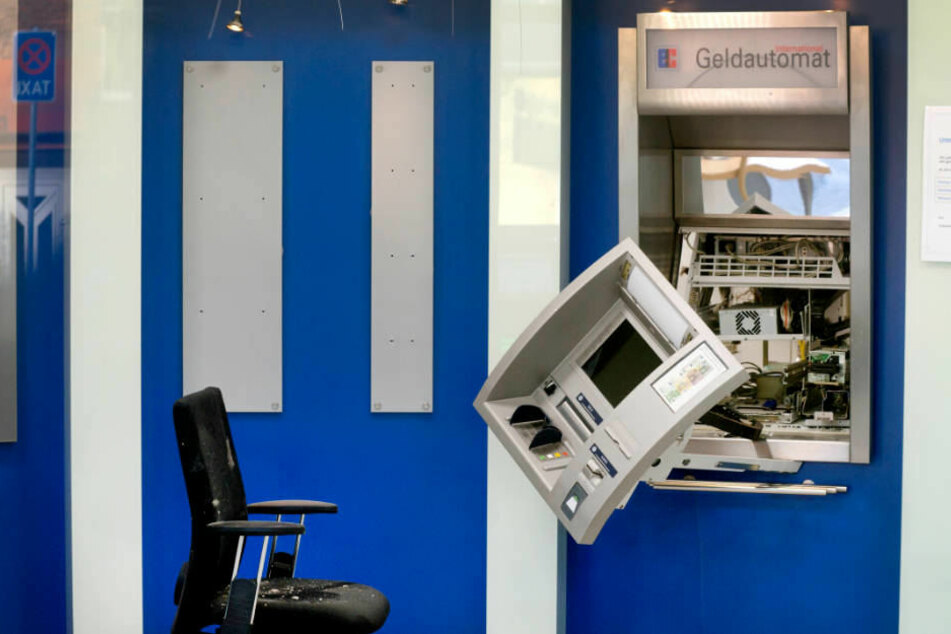 Gesprengter Geldautomat in Neukirchen-Vluyn am Niederrhein.
