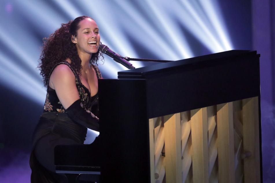 Der Auftritt mit Alicia Keys an Klavier und Mikro und den vier Finalisten war der Auftakt zu einem gelungenen und abwechslungsreichen Abend.