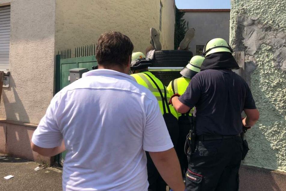 Horror-Unfall: Jugendlicher (17) wird von Zaunspitzen an Hoftor durchbohrt