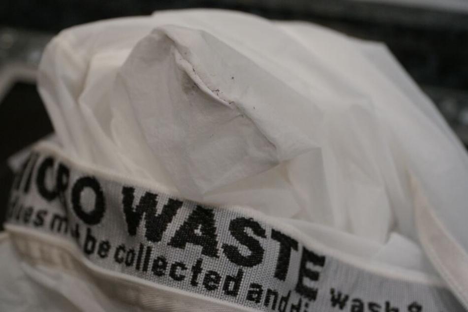Im Guppy-Friend-Waschsack sammeln sich die abgebrochenen Synthetik-Fasern.