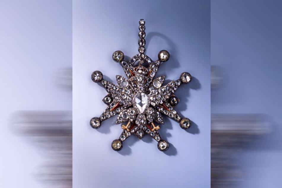 Zu den erbeuteten Schmuckstücken zählt auch dieses Kleinod aus der Diamant-Rosen-Garnitur.