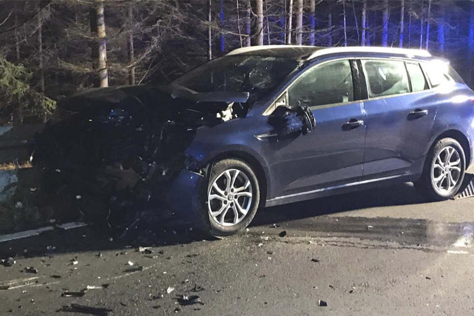 An beiden Fahrzeugen entstand laut Polizei ein wirtschaftlicher Totalschaden.