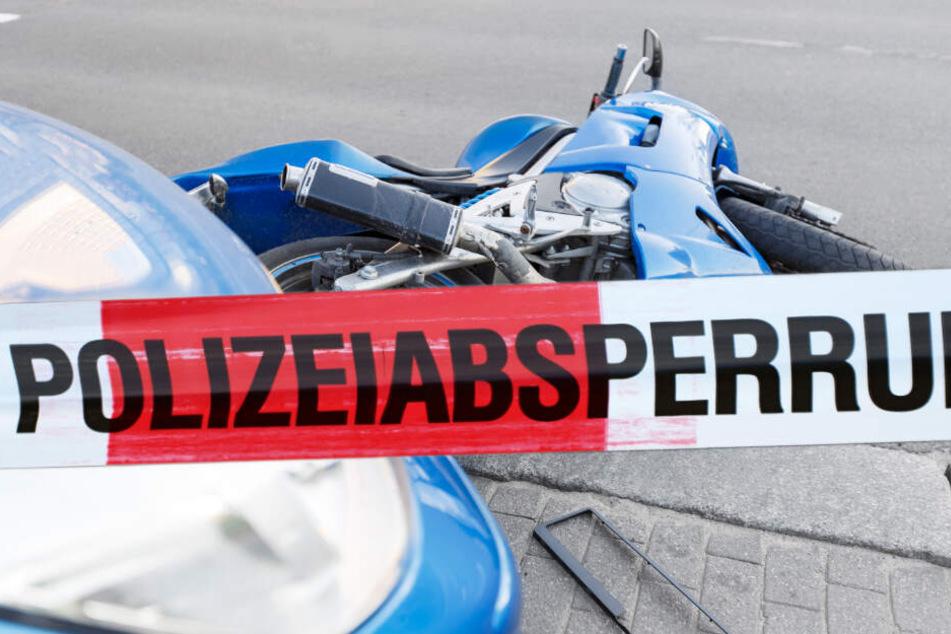 Bei einem schweren Unfall in Schkeuditz ist am Dienstagabend ein Motorradfahrer verstorben. (Symbolbild)