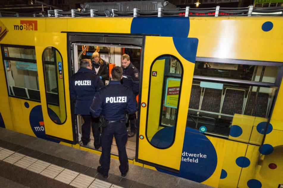 """Zwischen den Haltestellen """"Rathaus"""" und """"Landgericht"""" fiel der Schuss auf die Bahn."""