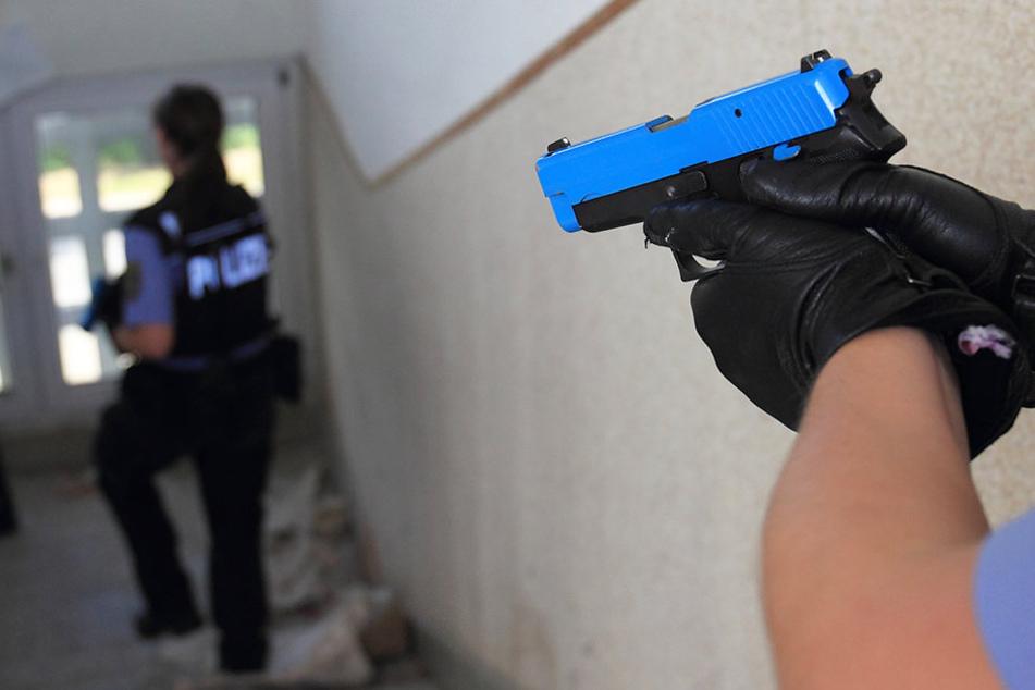 Im Einsatz müssen Polizisten die Situation innerhalb von Sekunden einschätzen können. (Symbolfoto)