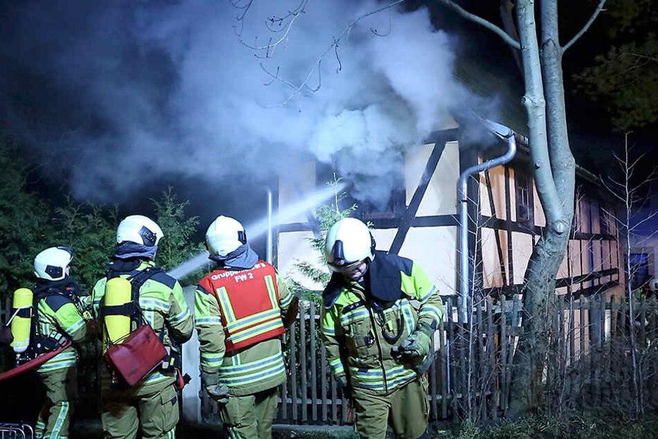 Die Feuerwehr schaffte es noch rechtzeitig, das kleine Fachwerkhaus zu retten.