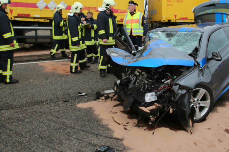 Für den Scirocco-Fahrer (28) kam jede Hilfe zu spät, er erlag am Unfallort seinen Verletzungen.