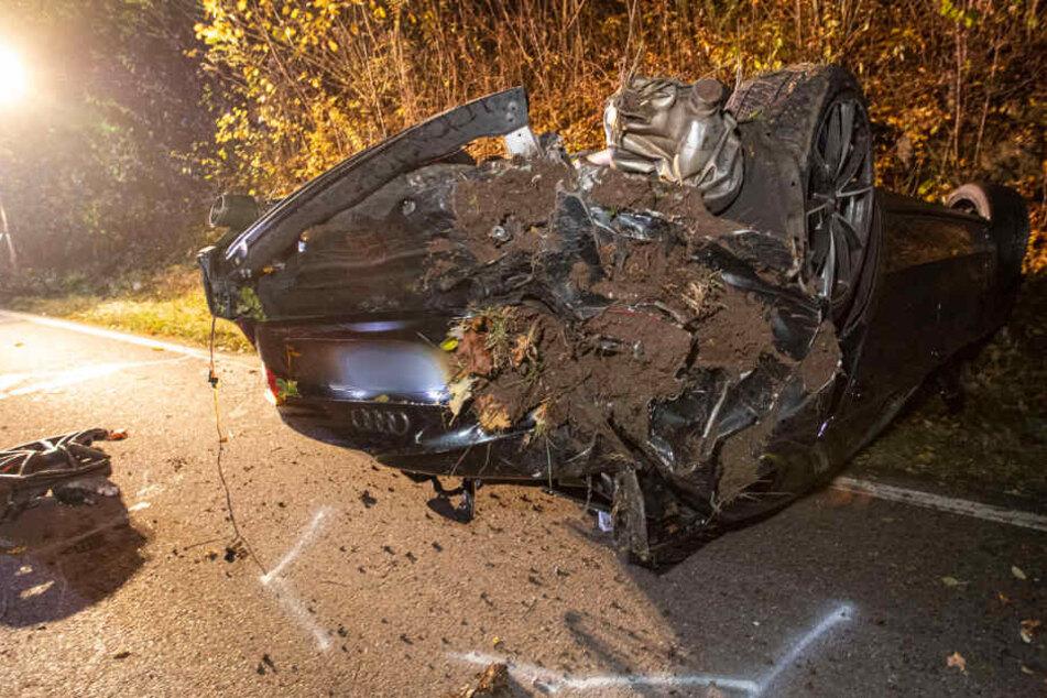 Heftiger Unfall! Audi-Fahrer überschlägt sich