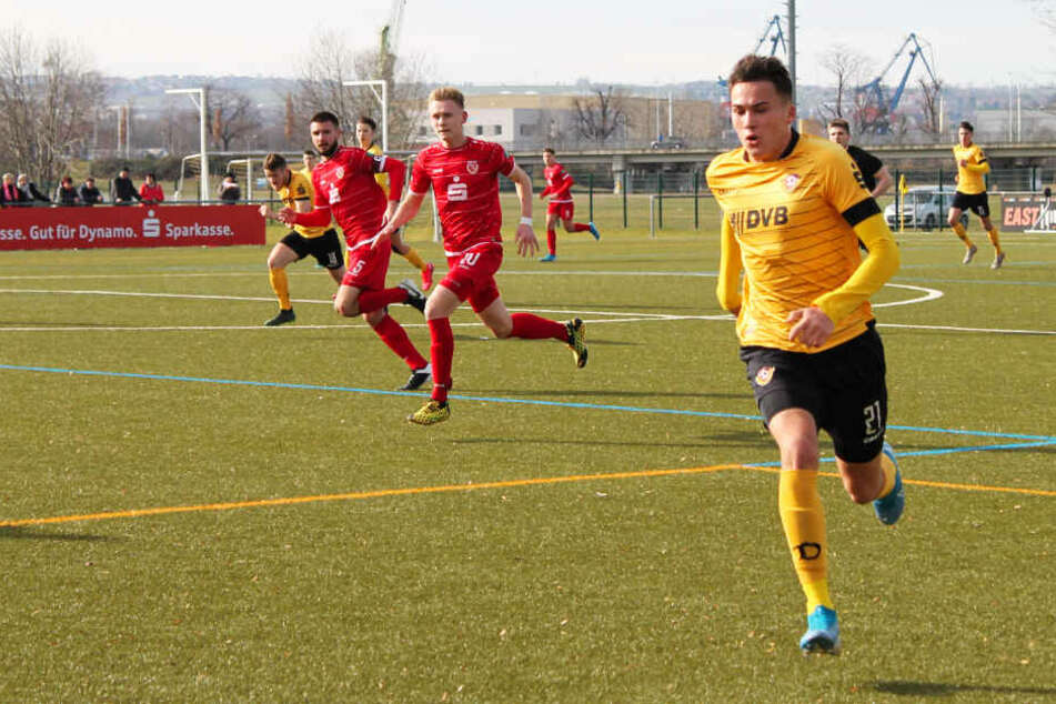Dynamo-Stürmer Simon Gollnack (r.) blieb gegen Cottbus torlos.