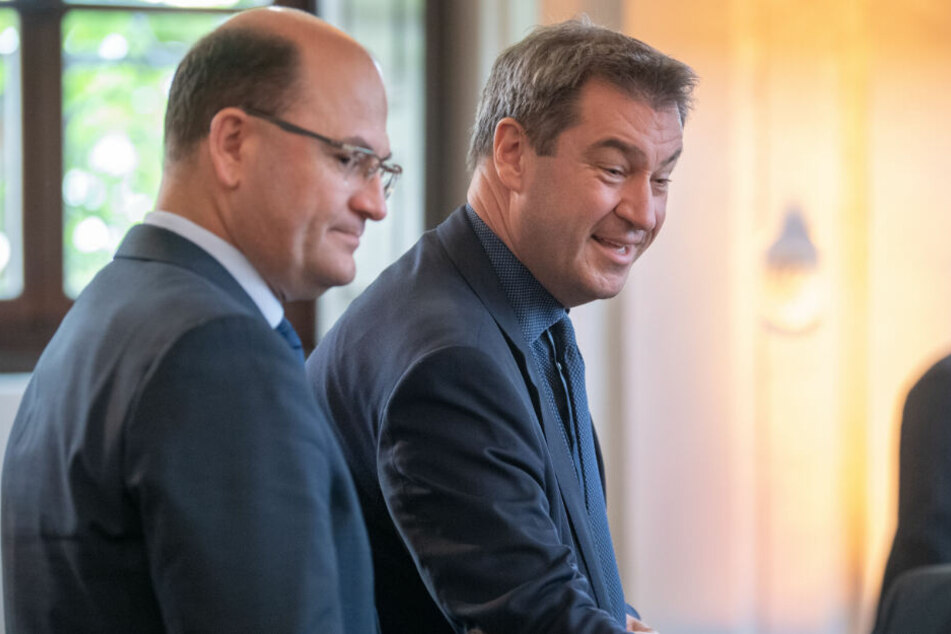 Markus Söder (CSU, r), Ministerpräsident von Bayern, und Albert Füracker (CSU, Finanzminister von Bayern.