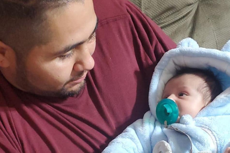 Ulizes Benitez mit seinem Sohn Ezra.