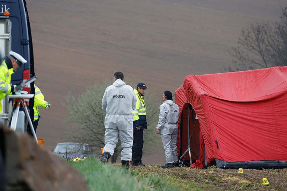Unter einem Zelt hatte die Polizei den Tatort auf einem Feld im Oederaner Ortsteil Breitenau untersucht.