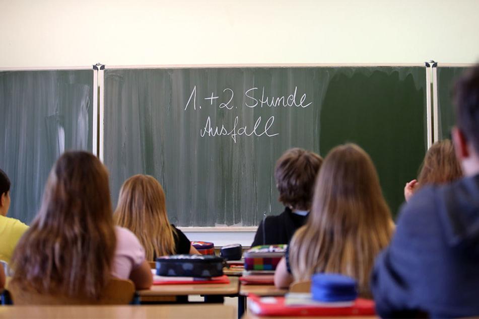 Chemnitz und Region plagen ein echter Lehrer-Notstand: Im Juni fehlten noch rund 100 der 186 zu besetzenden Stellen.